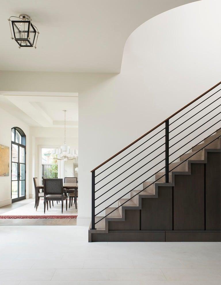 Treppenhaus Dekoration - Stauraum unter der Treppe