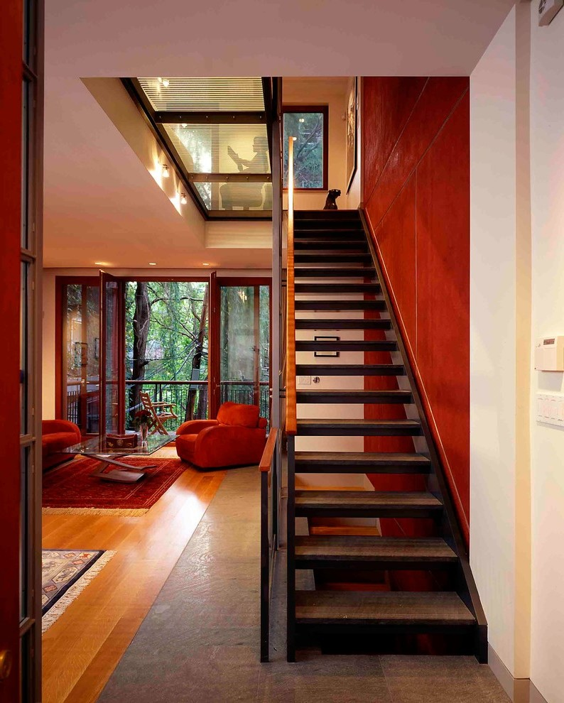 Farbe und Tapeten geben dem Treppenhaus einen individuellen Touch