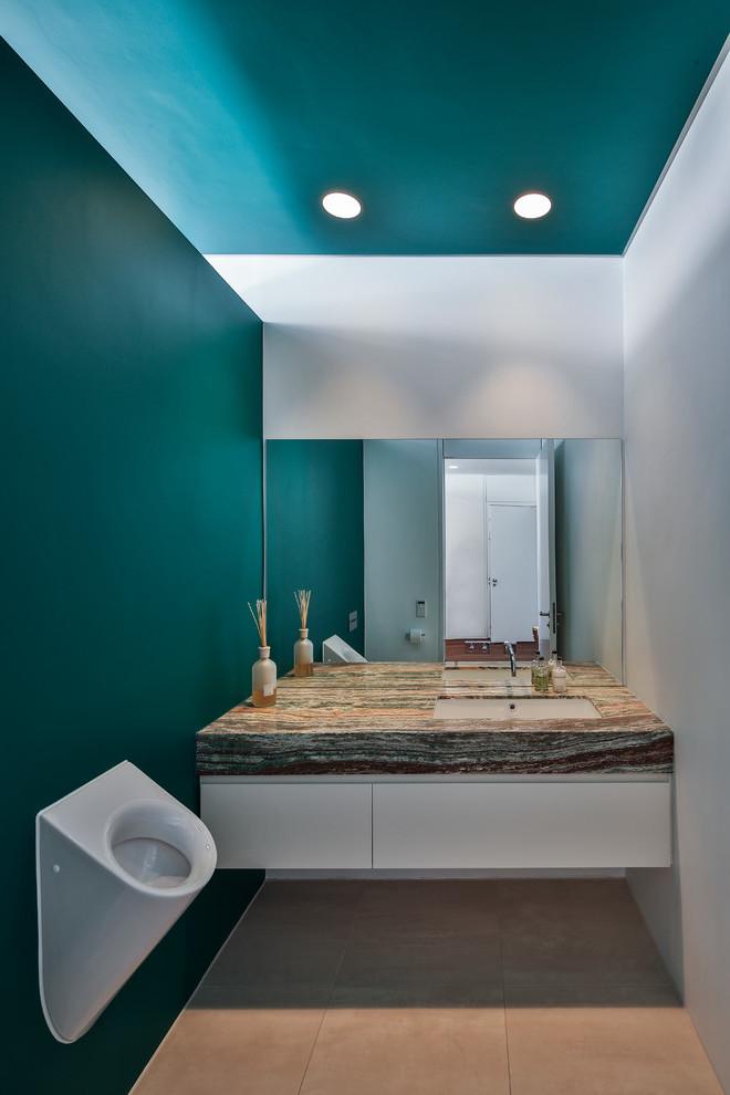 Petrol Wandfarbe im Badezimmer