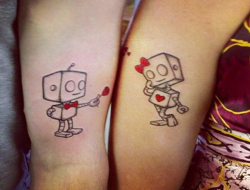 Partnertattoos mit kleinen Roboter