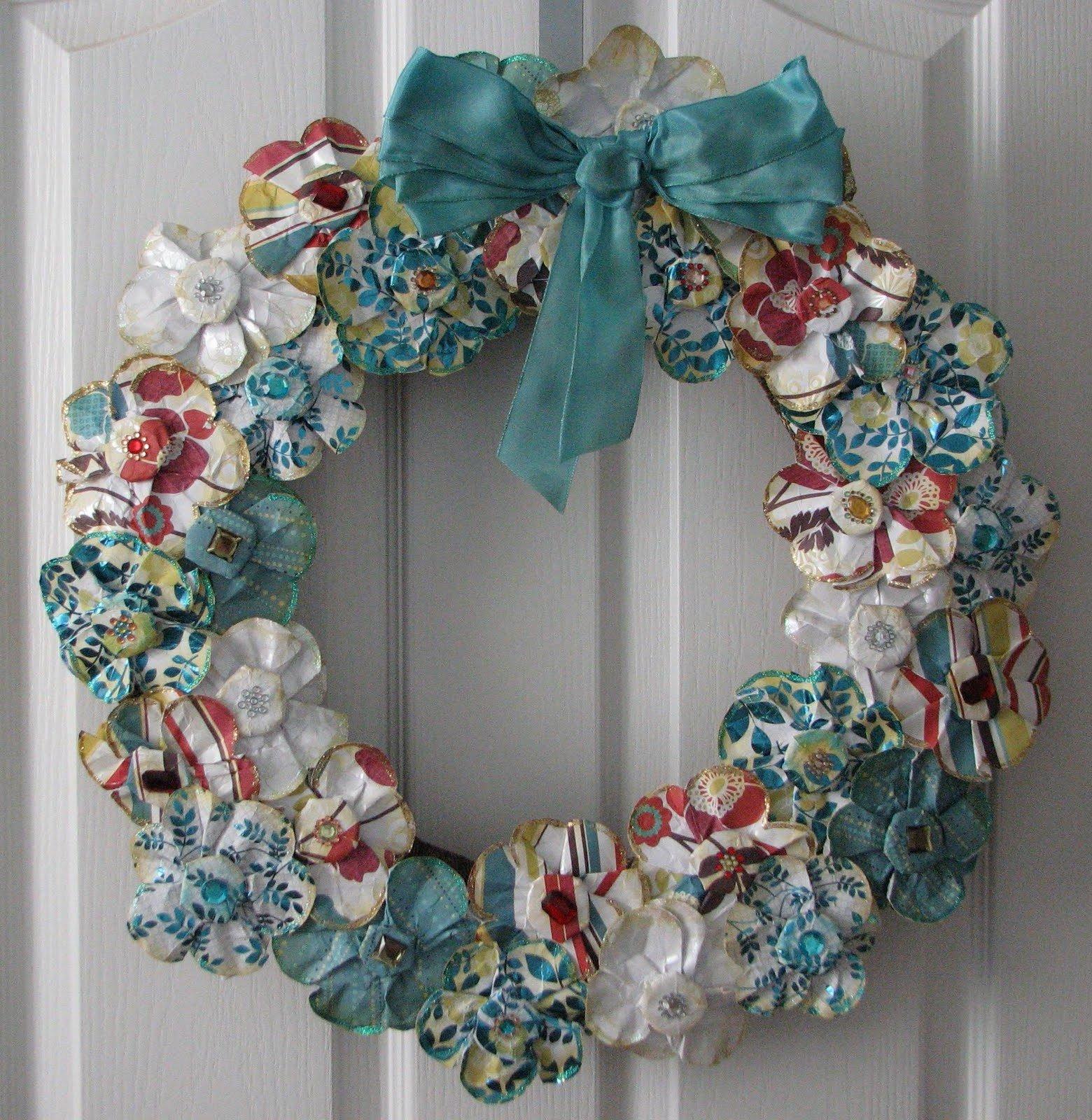 Türkranz aus Papierblumen - total hübsches Deko zu Weihnachten