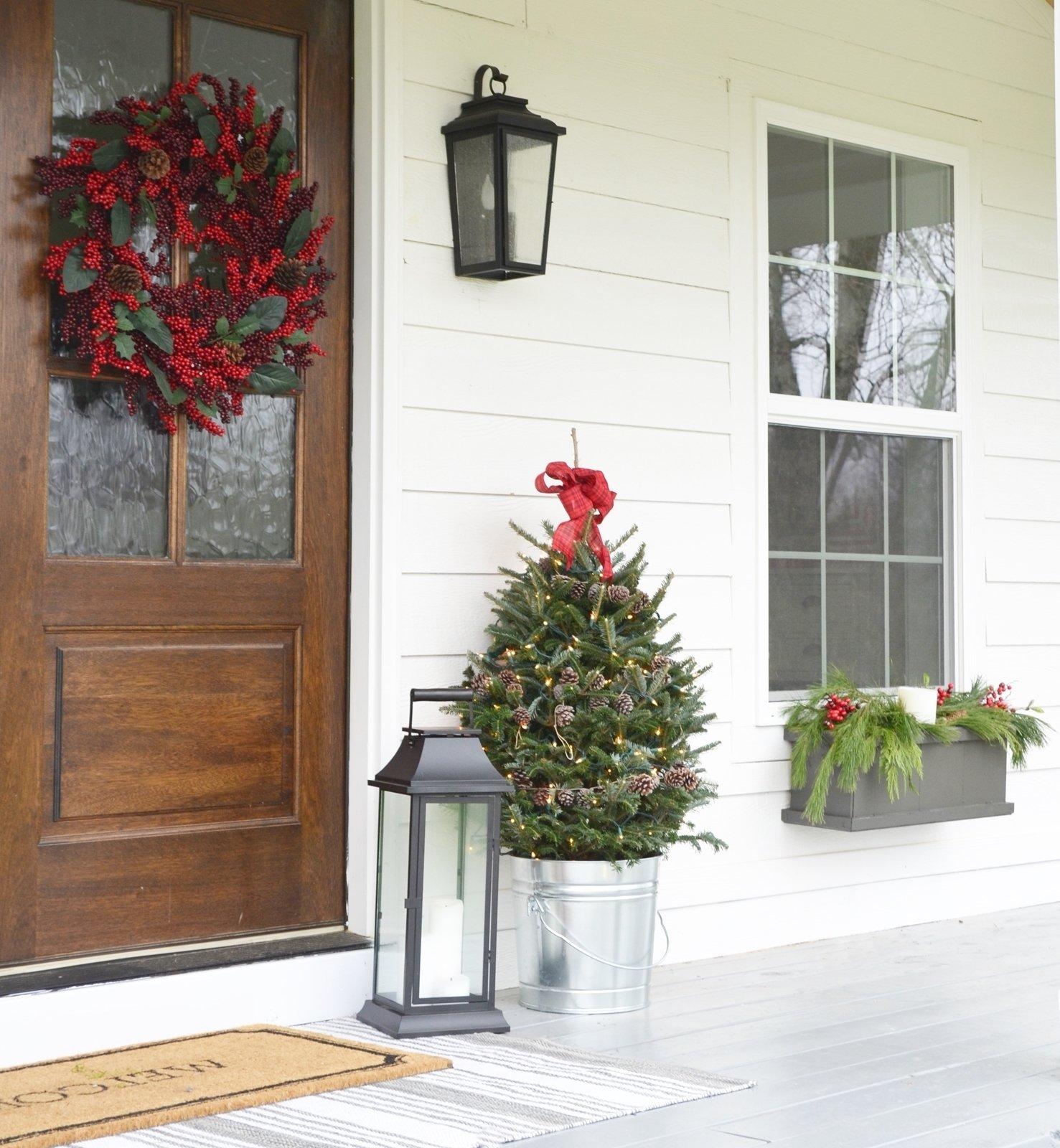 Schöne weihnachtliche Hausdekoration für gute Feststimmung