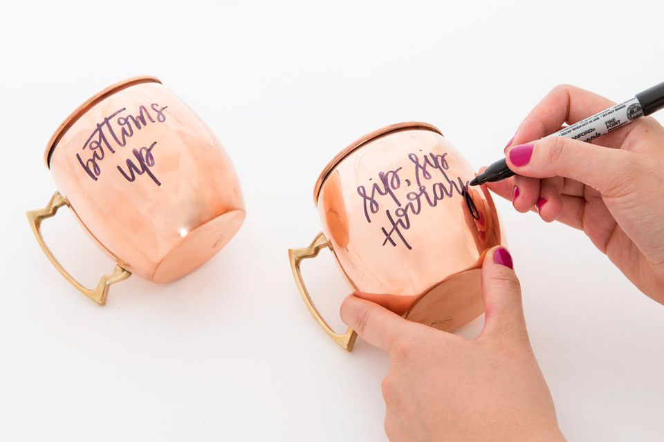DIY Geschenke - eine personalisierte Kupfertasse basteln