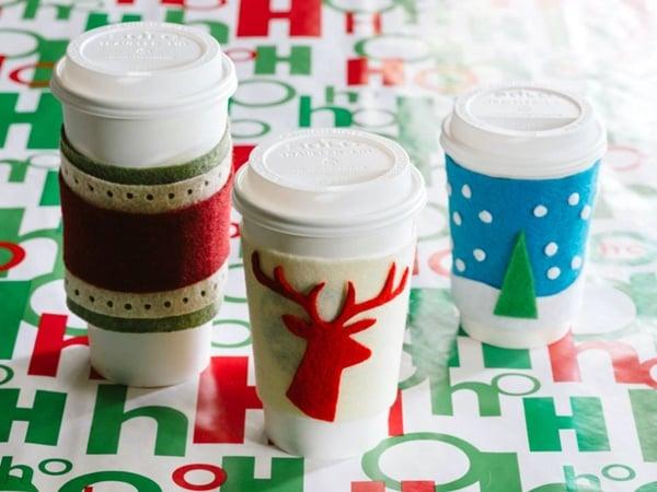 Weihnachtsgeschenke selbst gemacht - Plastikbecher dekorieren
