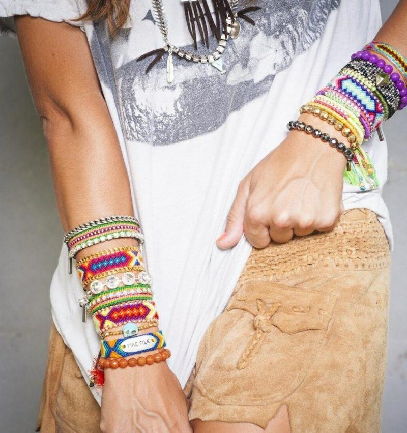 Hippie Look zum Nachstylen Armbänder Samthose