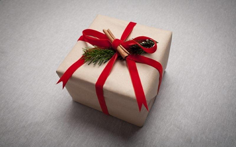 geschenke verpacken schleifen