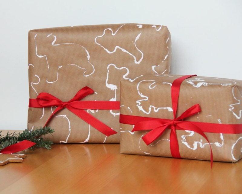 Geschenke verpacken zu Weihnachten interessantes Geschenkpapier