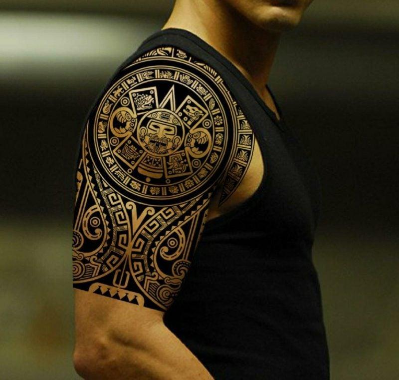 Tattoo Vorlagen Männer Maori Tattoo am Oberarm