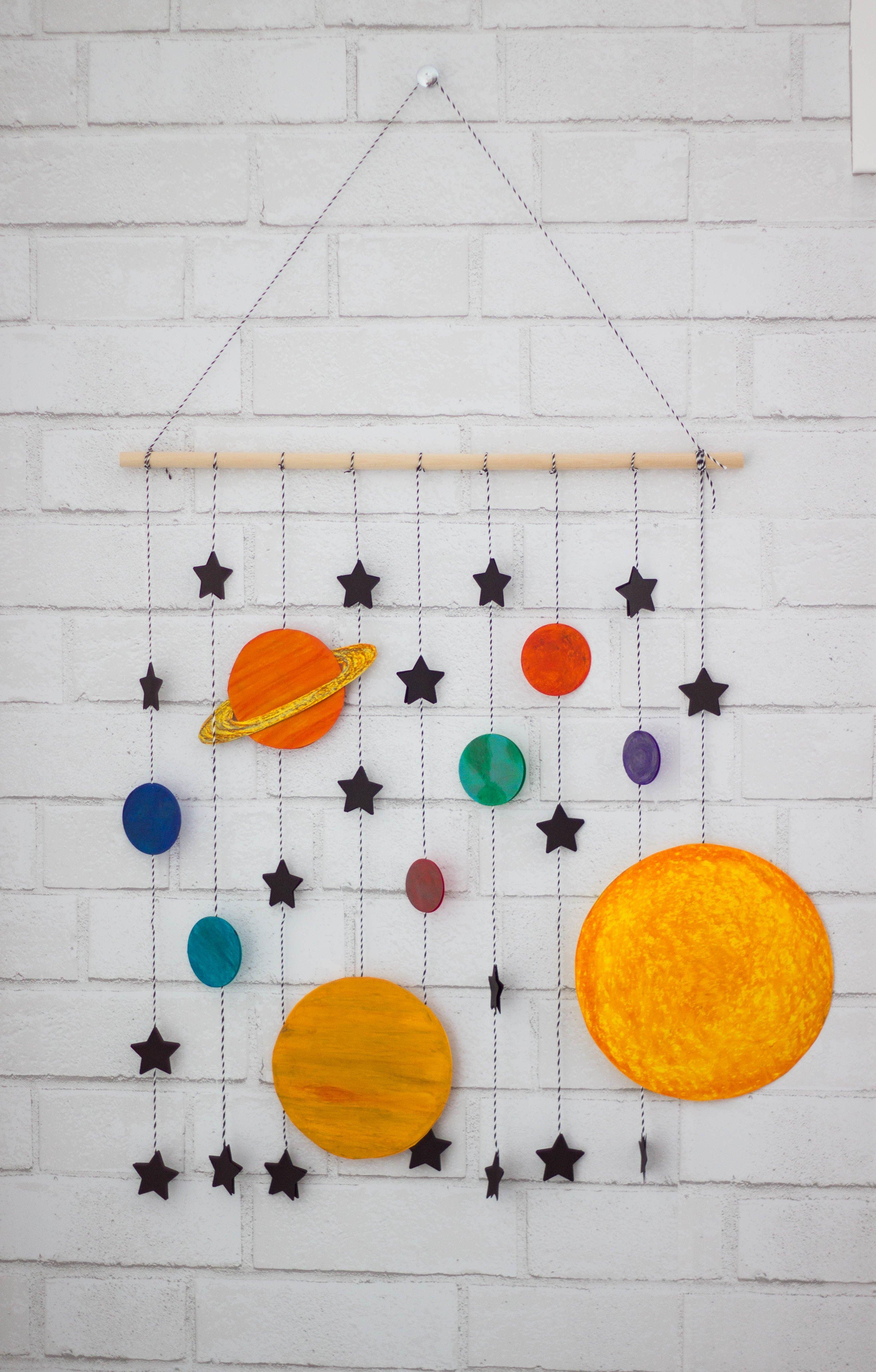 Weltall - Mobile mit Planeten und Sternen