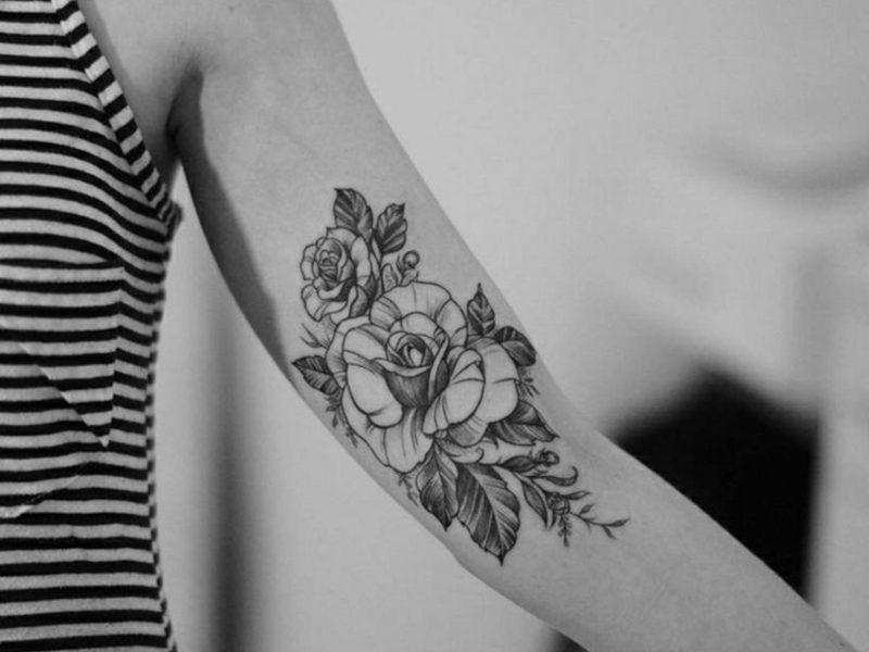 Tattoo Oberarm Ideen für Frauen