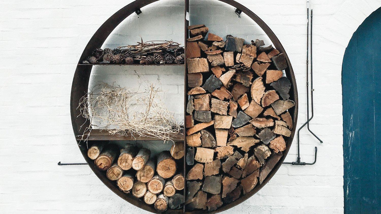 Ein außergewöhnlicher Ständer für Holz für draußen