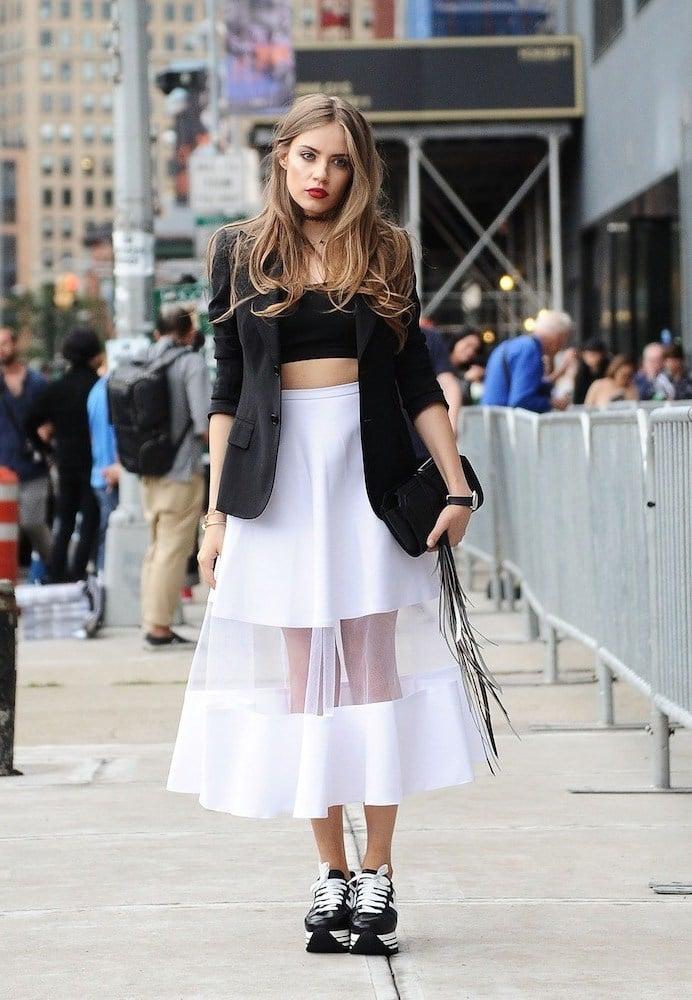 Damen Sneakers zum Kleid: die Trendkombi wird echter Hingucker!