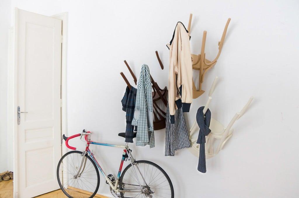 Die Stuhl-Garderobe als eine kreative Flur Deko