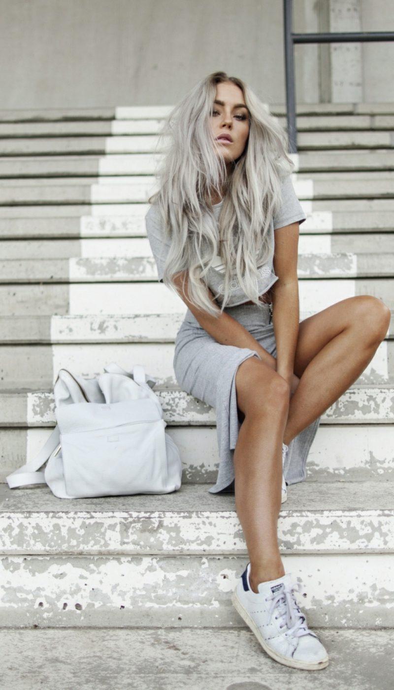 dunkelbraune Haare in Grau färben