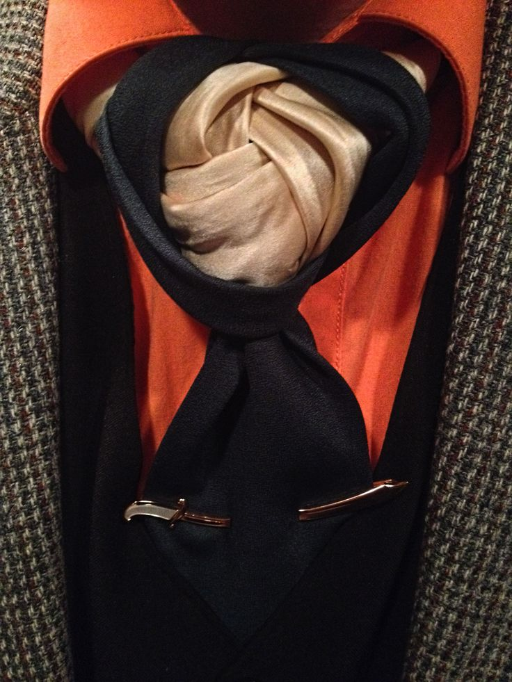 Wie bindet man einen spektakulären Krawattenknoten?