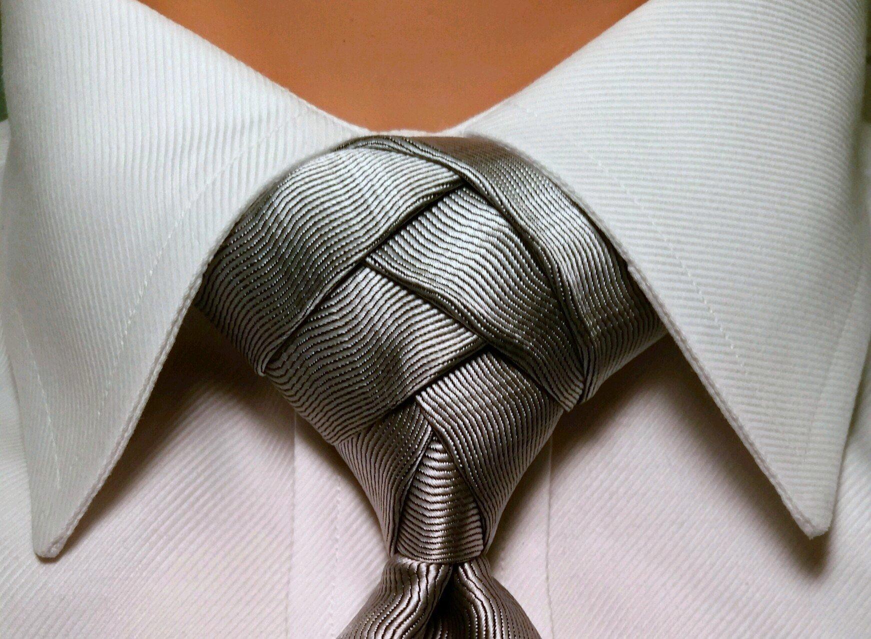 Anleitungen für einzigartige Krawattenknoten finden Sie hier!
