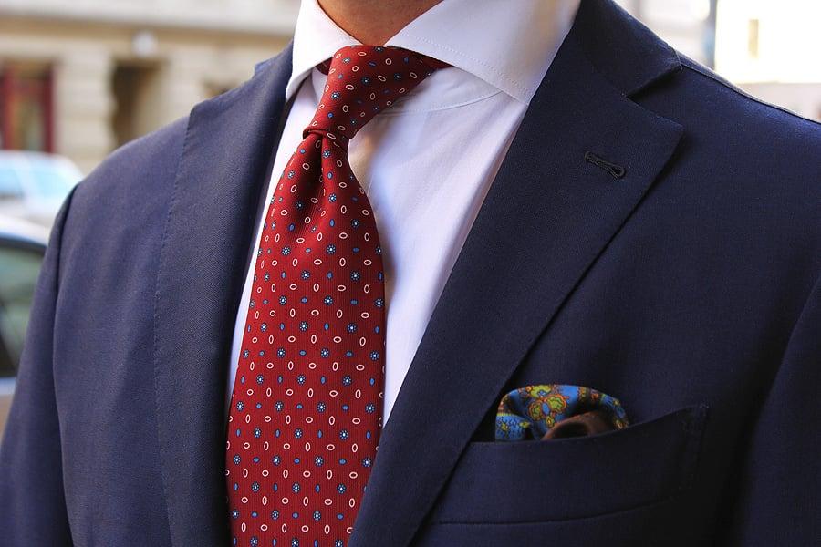 """Ihre Krawatte sagt """"Elegant mit Attitüde"""""""