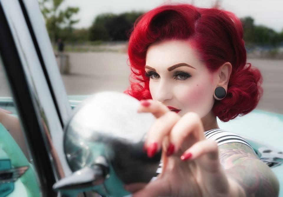 Die Rockabilly Frisur Durch Den Blick Der Modernen Frau