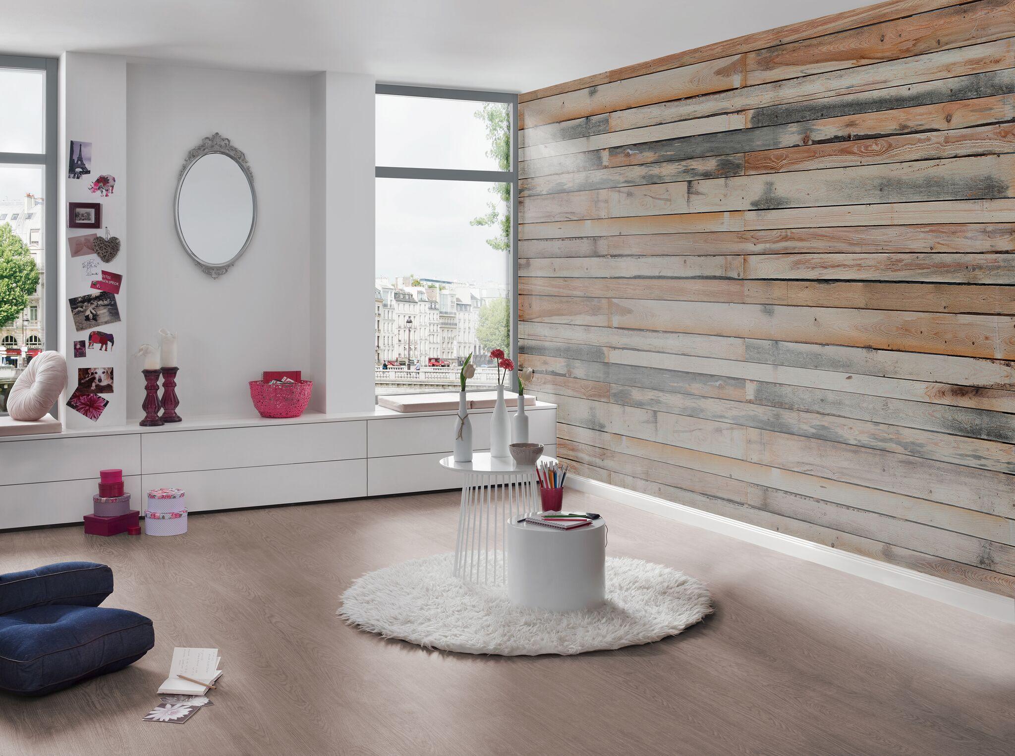 Tapete in Holzoptik im Wohnzimmer