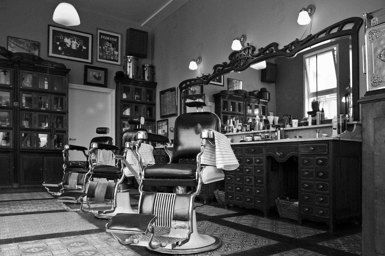 Eine kühne Undercut Frisur kann eine extravagante Note Ihrem Erscheinungsbild verleihen.