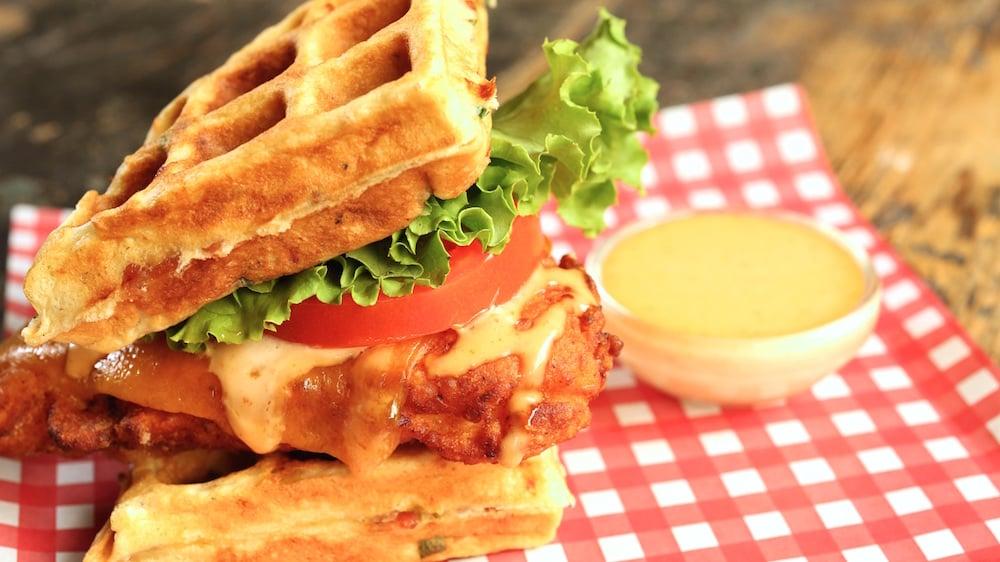 Waffel Sandwich - ein gesundes Frühstück, um Ihren Tag positiv zu beginnen