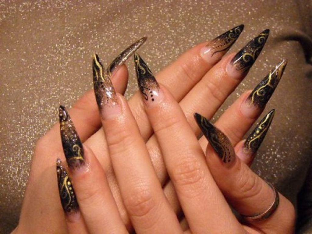 Spitze Nägel sind modern
