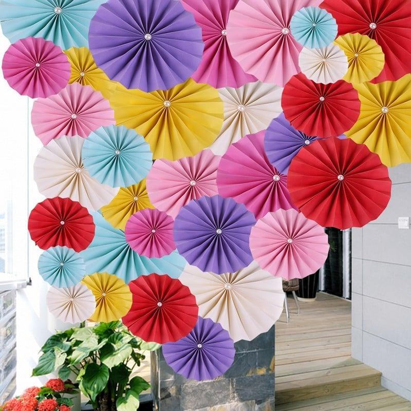 Faltdekoration in lustige Farben für gute Party-Laune