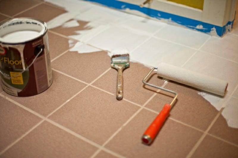 Badezimmer Fliesen selber streichen notwendige Materialien