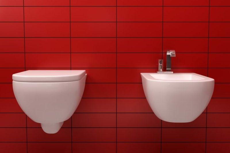 Fliesen Badezimmer streichen in Rot