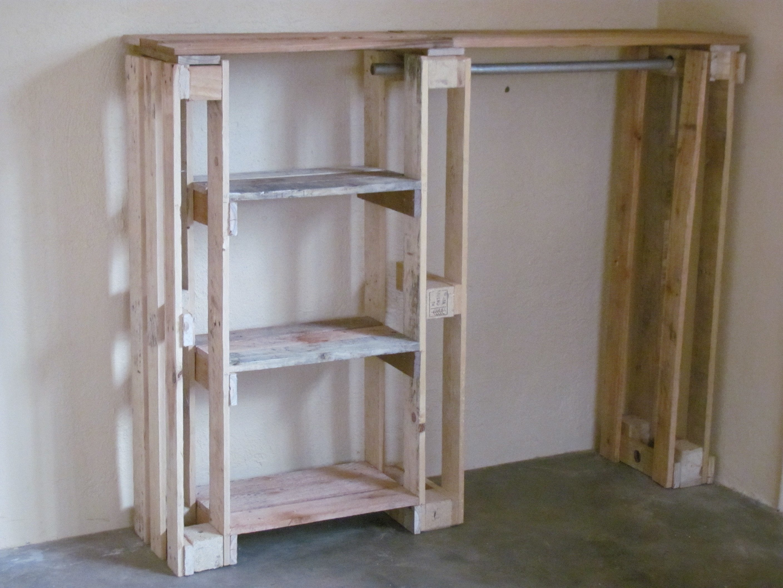Garderobe aus Paletten selber bauen