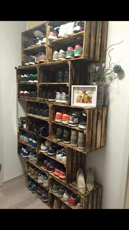 Schuhschrank aus Holzkisten