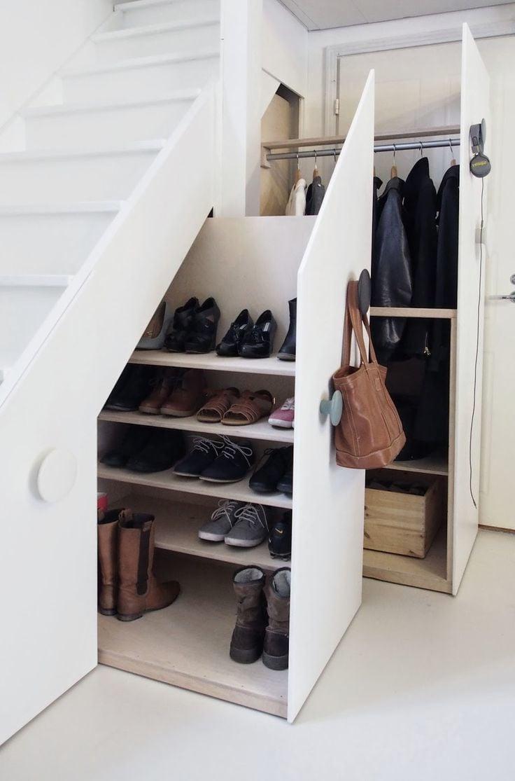 Garderobe unter der Treppe - die Perfekte Lösung für Eingangsbereich