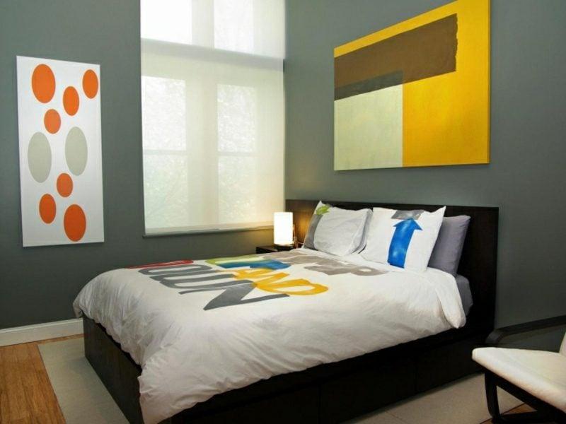 graue Wand Schlafzimmer farbige Akzente Gelb Orange