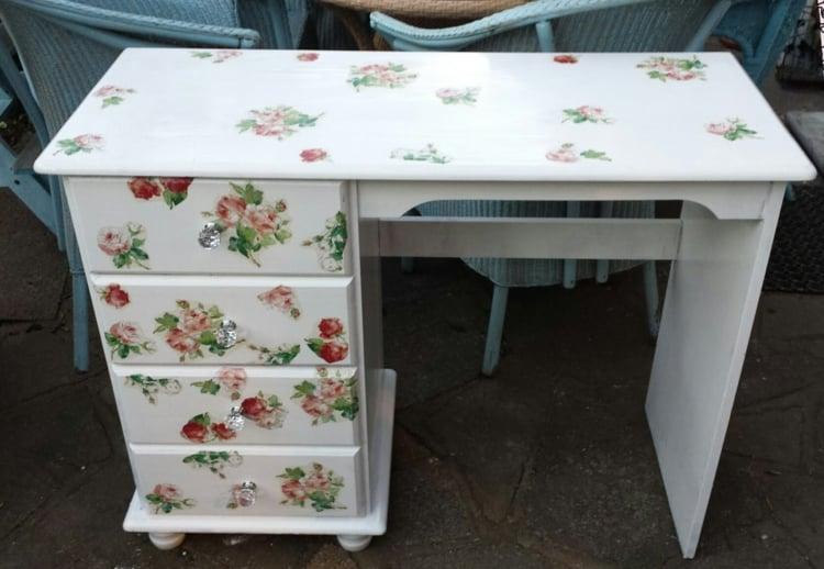 Vintage Möbel selber machen mit Decoupage Schreibtisch Shabby Style