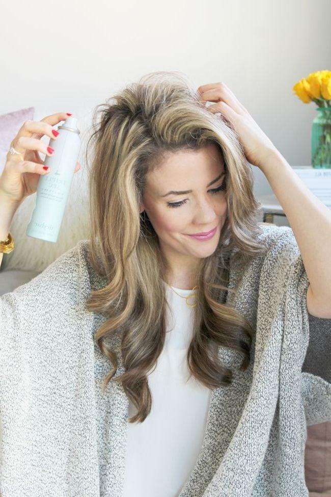 Tipp gegen feines Haar - Haarspray nutzen