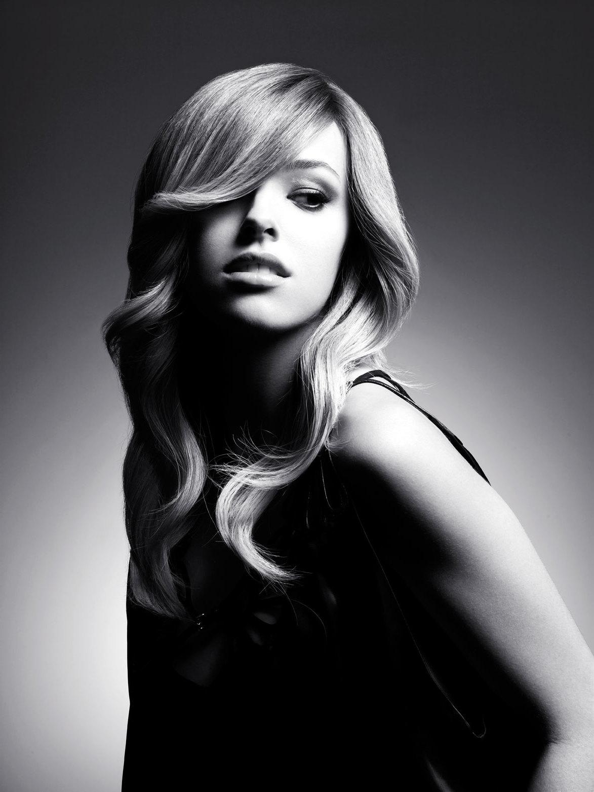So stylen Sie Ihre Haare damit sie voller aussehen