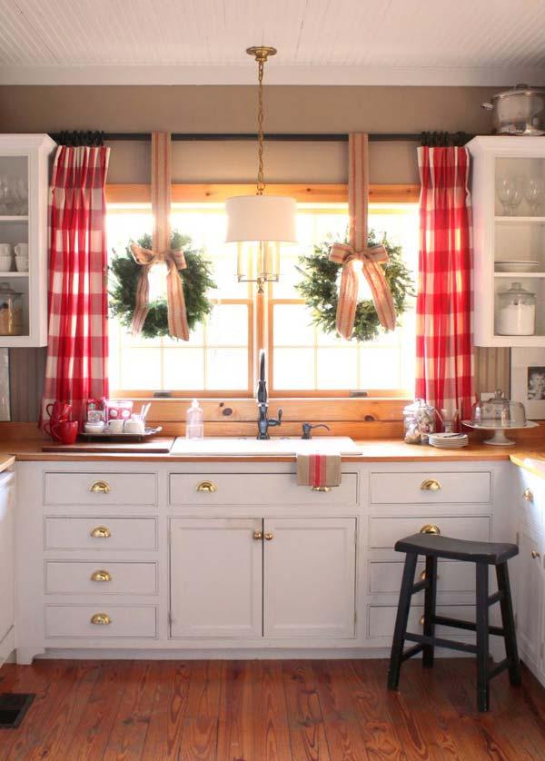 Kombinieren Sie Ihre Küchenfenster Gardinen mit weihnachtlicher Fenster Deko