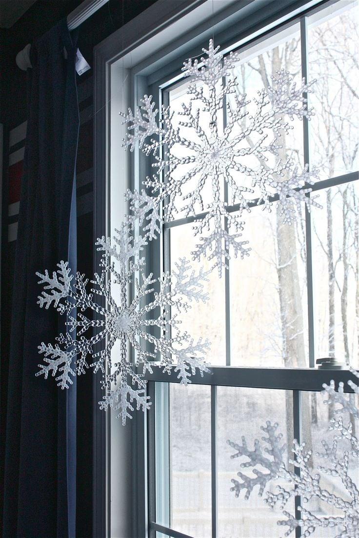 Eine Lichterkette in Form von einer Schneeflocke