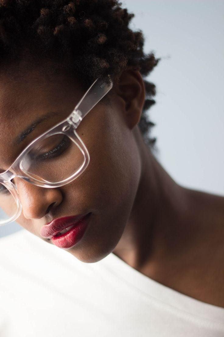 Freche Kurzhaarfrisuren für Brillenträger bedeutet auf keinen Fall Locken