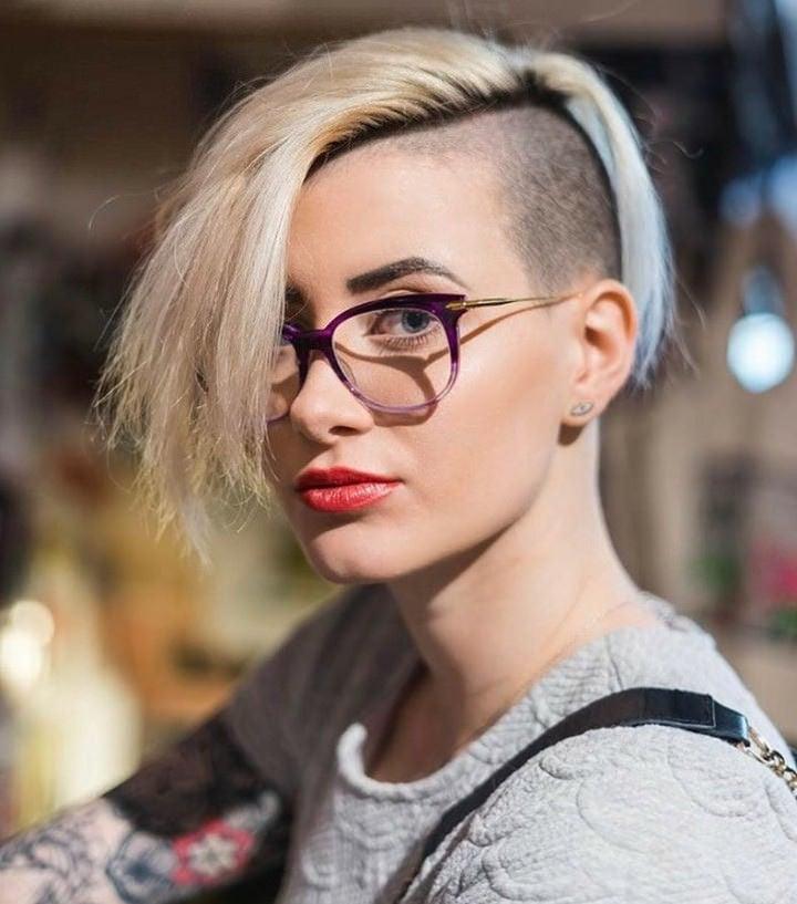 Freche Kurzhaarfrisuren für Brillenträgerinnen - immer wieder neu gestylt!