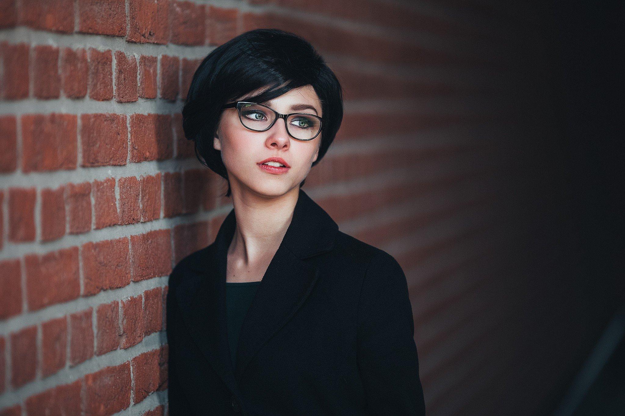 Freche Kurzhaarfrisuren für Brillenträgerinnen und Frauen ab 50