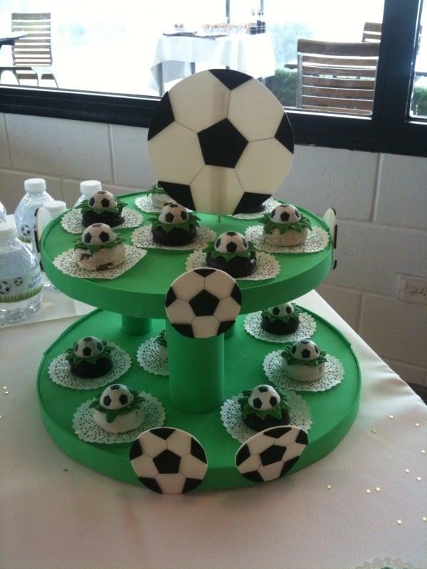Etagere für Fussballfans