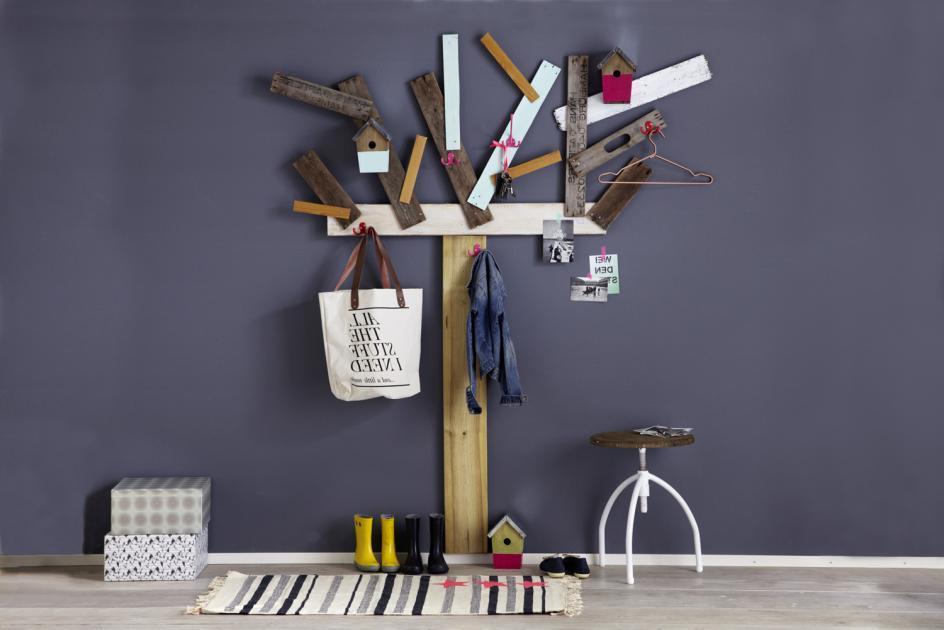 Baum-Garderobe aus alten Latten