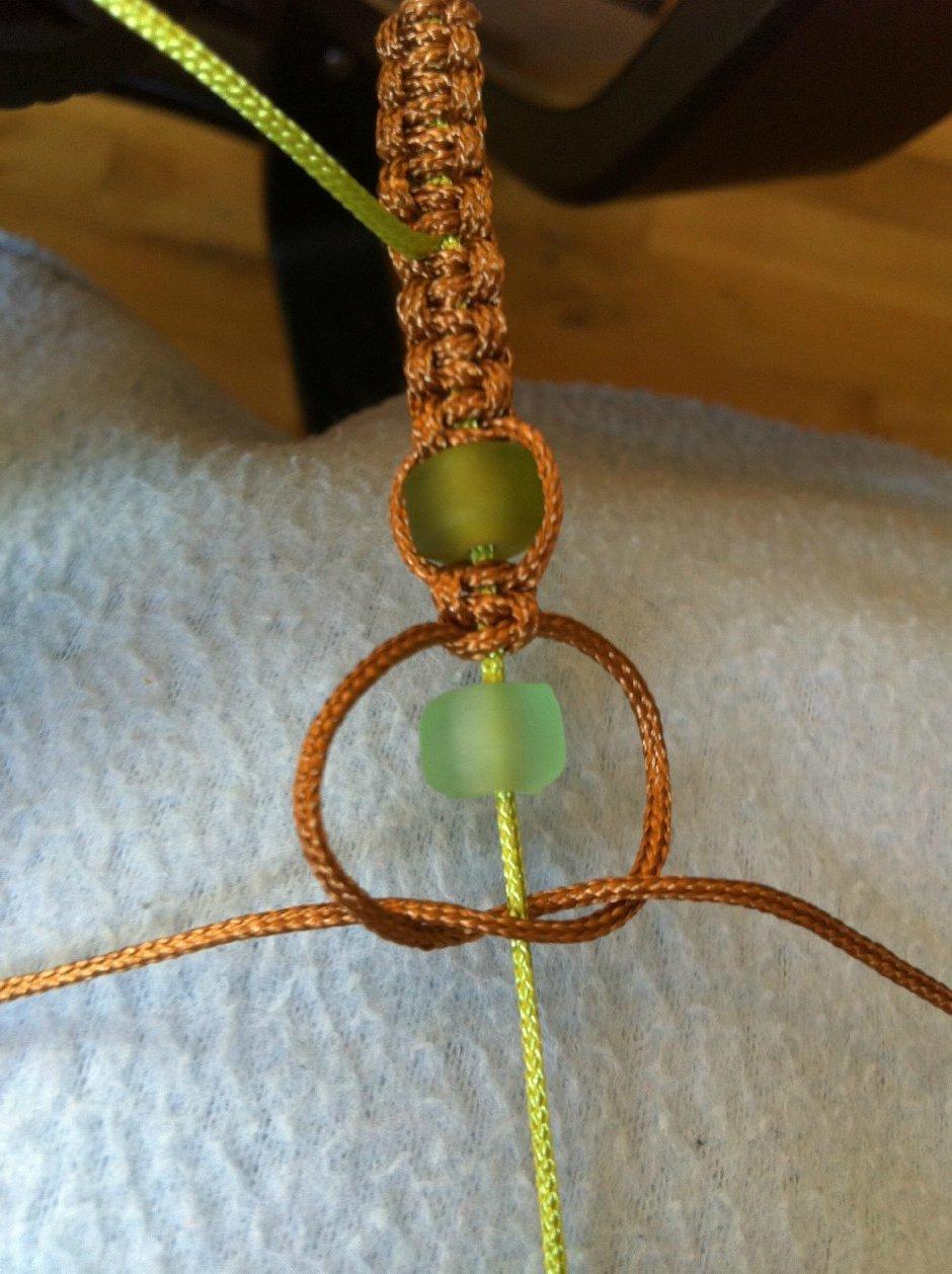 Selbst gemachter Armband mit Glas-Perlen