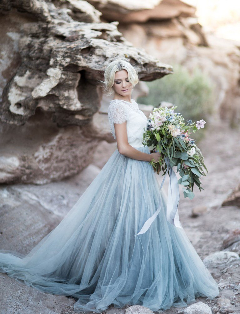 Kombinieren Sie die Farben vom Brautstrauß mit den Farben vom Brautkleid