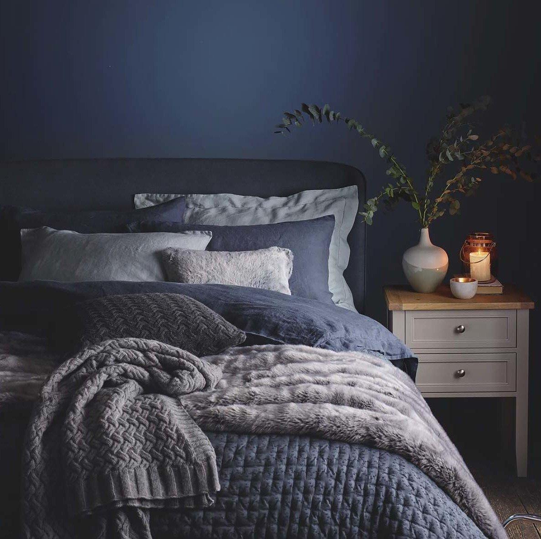 Schlafzimmer einrichten mit Fell für warme Tagen