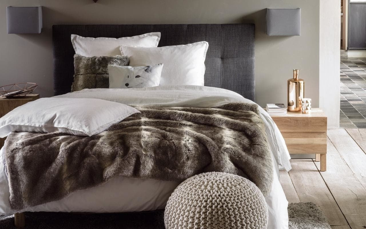 schlafzimmer modern mit fell gestalten 31 ideen f r ein. Black Bedroom Furniture Sets. Home Design Ideas