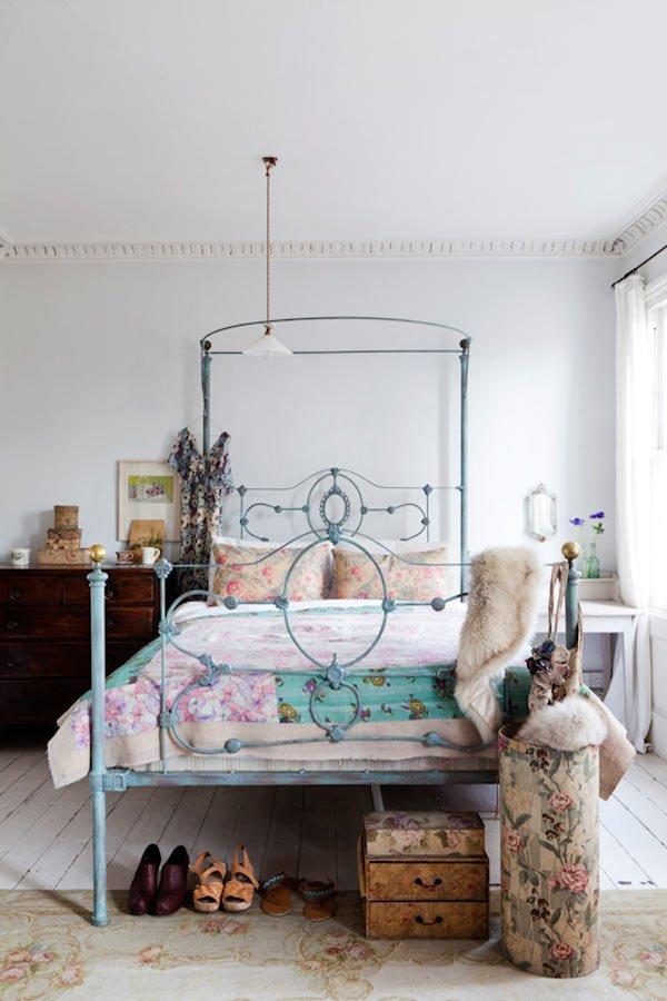 Schlafzimmer mit Fell dekorieren für die Wintertagen