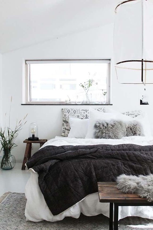 Kuschelige Decken im Schlafzimmer schaffen gemütliche Stimmung