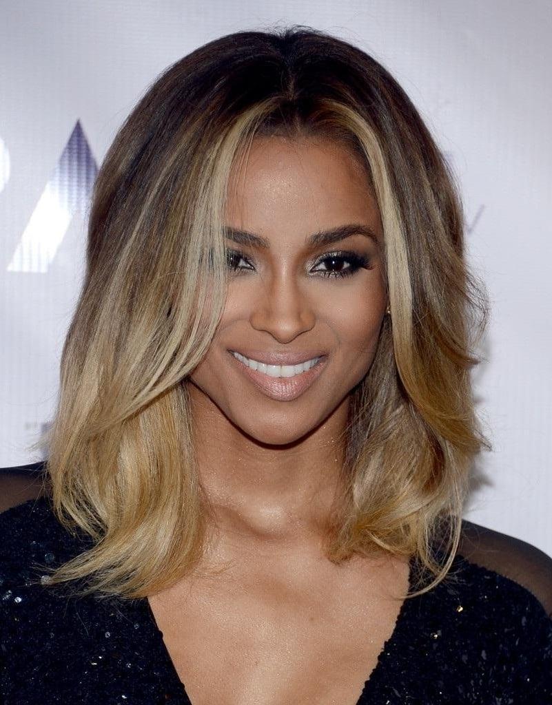 Tolle Idee, wie Sie schulterlange Haare stylen sollten